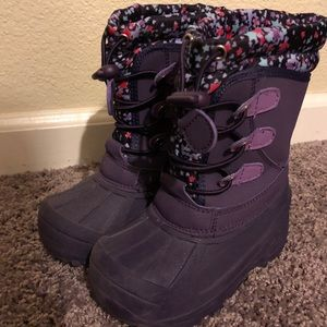 Gently used girls snow boots